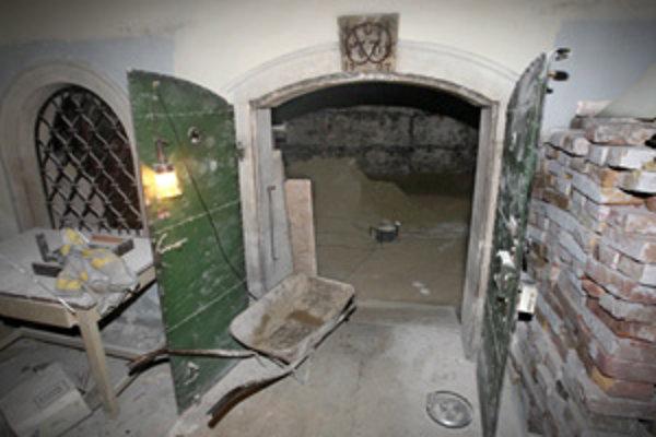 V podzemí Starej radnice pracujú archeológovia. Po 15. septembri by sa malo uzavrieť nádvorie.