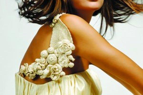Háčkované šperky inšpirované ľudovým umením.