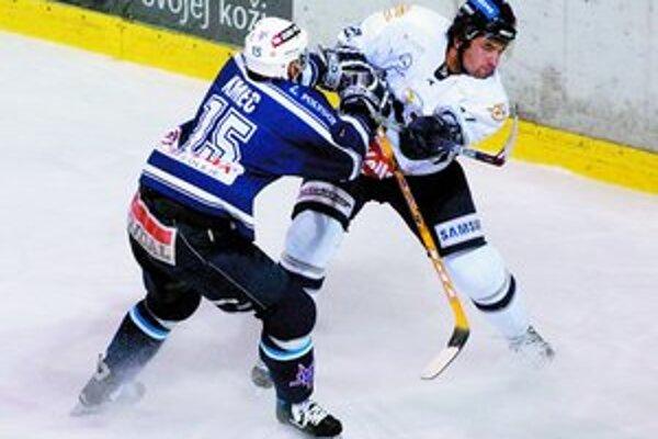 Hokejisti Slovana dnes nastúpia na extraligový zápas v Martine, doma sa predstavia v nedeľu proti Popradu.