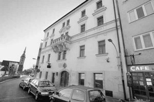 Ministerstvo kultúry chce, aby sa budova židovského múzea využívala na tieto účely aj naďalej. Primátor a minister kultúry totiž súhlasia s jej výmenou za objekt DPOH na Laurinskej.