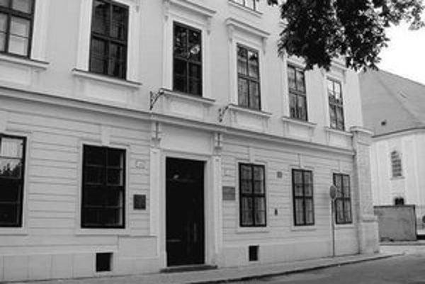 Obnovená historická budova Evanjelického lýcea na Palisádach.