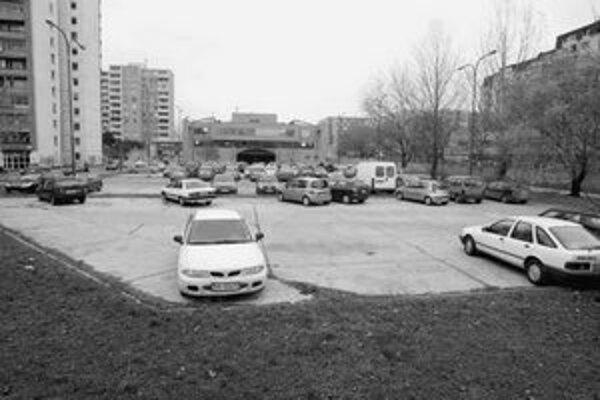 Na mieste parkoviska na Palkovičovej má táť 11-poschodový dom.