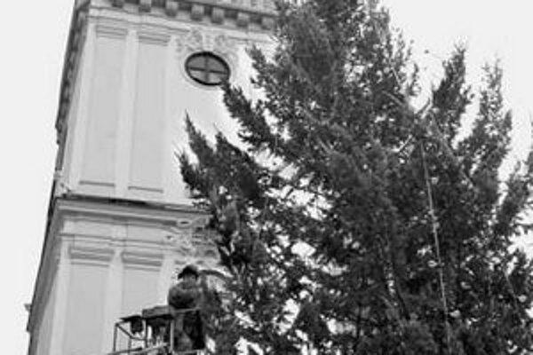 Jedľu z Hlavného námestia zložili ešte pred Silvestro.