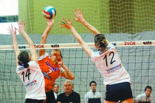 Volejbalistky bratislavskej Slávie UK narazia zajtra v Stredoeurópskej lige na rakúsky Schwechat.