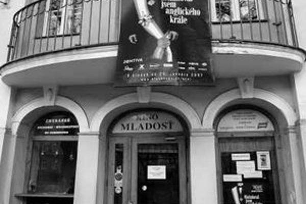 Mladosť je najstaršie kino na celom Slovensku, existuje už od roku 1905. O tom, či budovu, v ktorej sídli, bude vlastniť mesto, alebo súkromník, rozhodnú dnes mestskí poslanci.