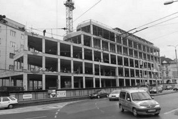 Obmedzenia v súvislosti so stavbou Astoria Palace potrvajú do júna.