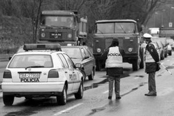 Z Karlovej Vsi do Devína sa včera ráno nedalo dostať. Devínska cesta bola v dôsledku smrteľnej dopravnej nehody uzatvorená.