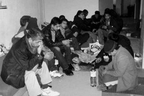 Migrantov z Indie a Pakistanu našli v podzemnej garáži na Bebravskej ulici.