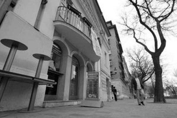 Budovu kina Mladosť by podľa bývalého ministra kultúry a poslanca mesta Ladislava Snopka malo kúpiť ministerstvo kultúry. Keďže ide o pamiatku, mohlo by ešte uplatniť predkupné právo.