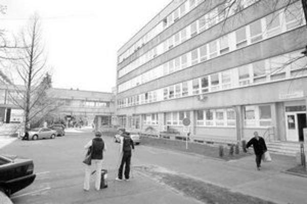 Dlhoročná história vojenskej nemocnice sa možno skončí jej zrušením.