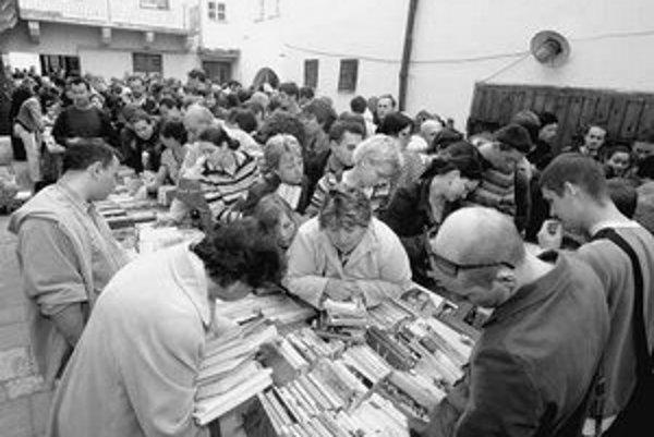 Knižnice predávali na burze vyradené knihy zo svojich fondov. Najväčší záujem bol o tituly v angličtine a detské knihy.