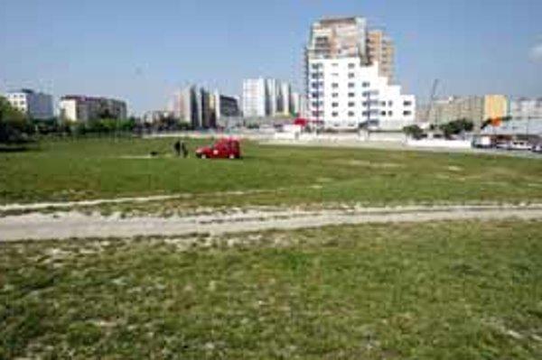 Po stranách Saratovskej ulice majú stáť objekty, z ktorých jeden má naplánovaných 25 poschodí a druhý tridsať. So stavbou sa má začať už na jar alebo v lete budúceho roka.