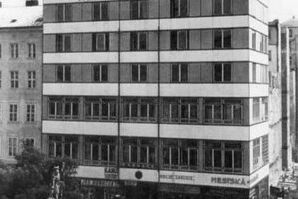 Dvere na sporiteľni boli otáčacie – eldorádo pre chlapcov z Dunajskej ulice.
