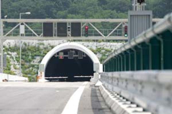 Od severného portálu tunela na lamačskej strane by mal 23. júna tesne pred 14.00 vyštartovať monopost škótskeho pretekára Davida Coultharda.