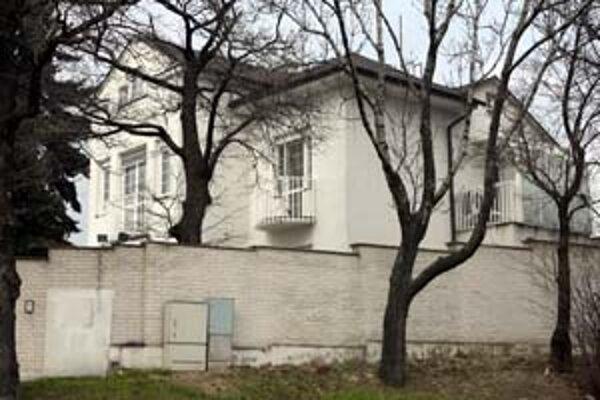 Prezidentskú vilu mali prestavať, mesto preto chystá zmenu územného plánu. Teraz ju chcú predať.