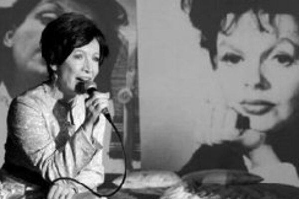 Hana Maciuchová ako Judy GarlandZákulisný život Judy Garland bol námetom mnohých fám, ktoré bývali nanešťastie založené na pravde. Týkali sa jej závislosti od drog a mužov, alebo skôr od lásky. Ale muži, ktorých milovala, túžili po Judy, ktorá spevom zar