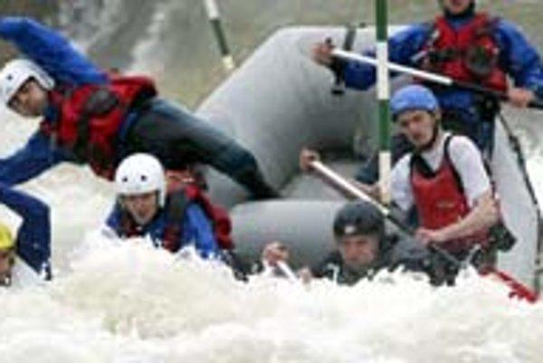 V areáli vodných športov trénujú a súťažia rafteri aj vodní slalomári. Umelý vodný kanál v Čunove je domácou vodou bratov Hochschornerovcov či Michala Martikána