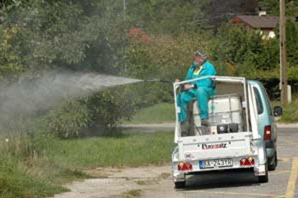 Postreky proti komárom sa v minulých rokoch robili vo viacerých mestských častiach, vlani bol postrek dokonca celomestský. Magistrát môže zakročiť až vtedy, keď regionálny úrad verejného zdravotníctva vyhlási kalamitný stav.