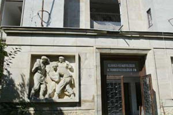 Začali asanovať budovu bývalej transfúznej stanice na Partizánskej. Postavili ju v roku 1958.