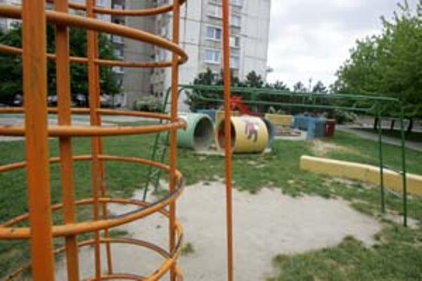 V Petržalke plánujú z vyše sto ihrísk polovicu zrevitalizovať, druhú zrušiť.