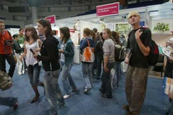 Na veľtrhu pomaturitného vzdelávania sa mladí ľudia mohli dozvedieť o štúdiu na Slovensku aj v zahraničí.