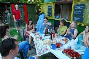 Čerešňový večierok na komunitnej záhrade Zelenej hliadky