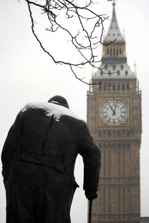 Socha bývalého premiéra Winstona Churchila a Big Ben málokedy pokrýva sneh. V januári 2010 však bola v Londýne výnimočne silná zima.
