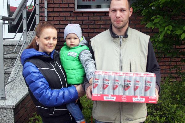 Pre kartón piva Corgoň prišiel Tomáš Levčík s manželkou Alenou a synom Tomáškom.