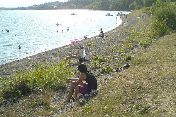 Zemplínska Šírava sa pripravuje na letnú sezónu, počasie zatiaľ kúpaniu a opaľovaniu veľmi nepraje.
