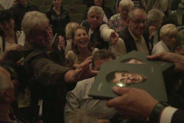 Film Matrix AB by Andrejovi Babišovi ako propagačné video pred voľbami neposlúžil. Režisér Vít Klusák také nenakrúca.