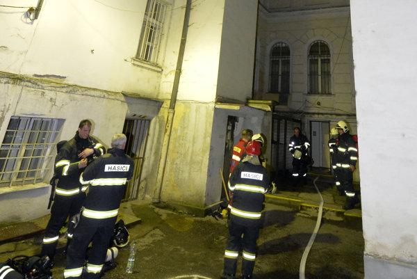 Hasiči zasahovali pri požiari v Univerzitnej nemocnici Bratislava - Staré mesto.