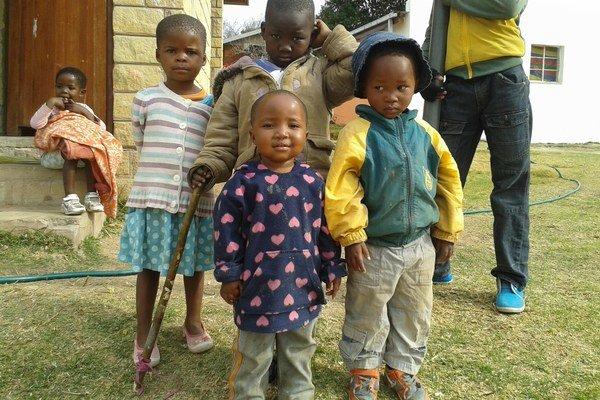 V sirotinci žijú deti od dvoch do osemnástich rokov.