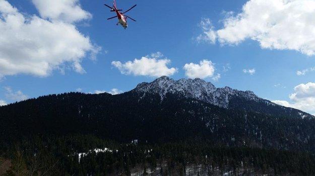 Na pomoc zranenému letel aj vrtuľník.