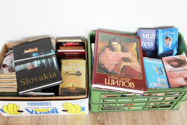 Do knižnej búdky pribudli nové knihy.