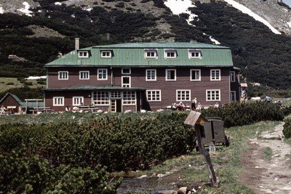 Bývalá Kežmarská chata pri Veľkom Bielom plese. Zhorela v októbri 1974.