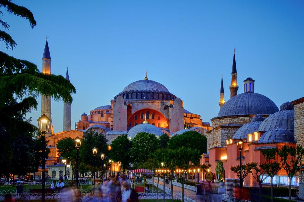 Hagia Sofia v Istanbule je dnes veľkým múzeom.