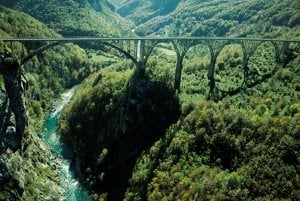 Most nad riekou Tara.