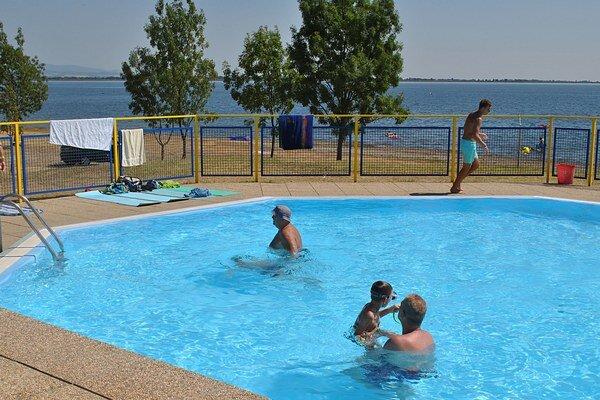Bazény na brehu Šíravy. Ukázali sa ako správny krok, ktorý pritiahol turistov a nahral na vytvorenie pracovných príležitostí.