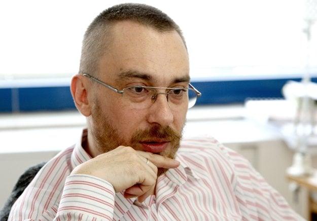 Richard R. Senček dokončuje na tému zberateľstva vedeckú prácu