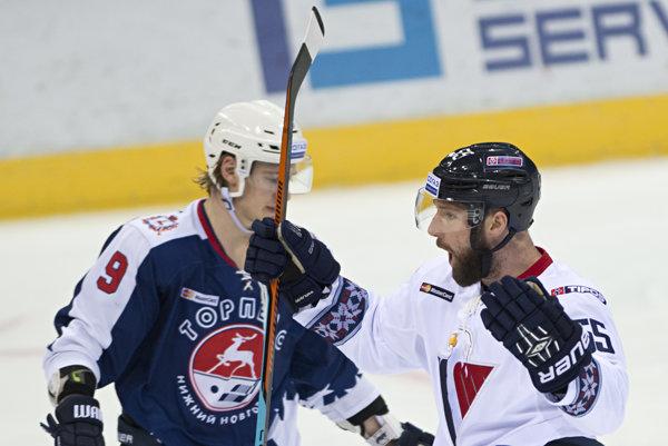 Cam Barker bol najproduktívnejším obrancom KHL.