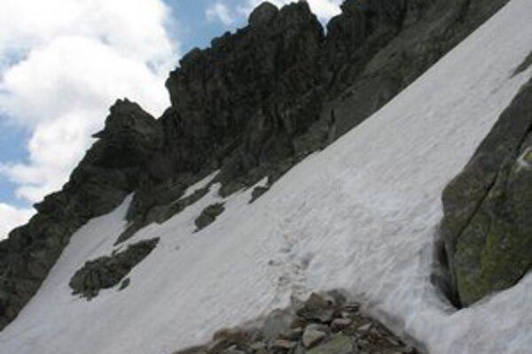 Na niektorých vyššie položených miestach môžu byť ešte snehové polia. Napríklad aj pod Bystrou lávkou v Mlynickej doline.