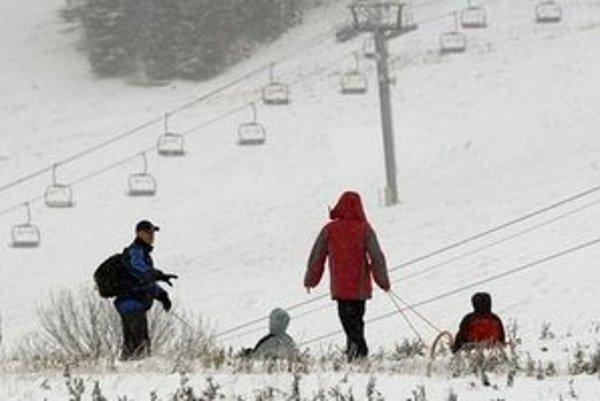 Málo snehu je zatiaľ aj v Šachtičkách.