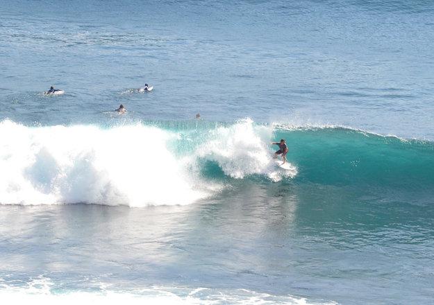 Bali je surferský raj a pláže ponúkajú vysoký turistický komfort.
