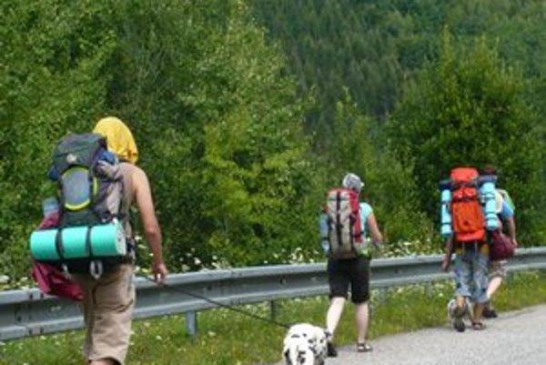 Hlavná sezóna. Za divočinou v NP Poloniny už prichádzajú turisti.