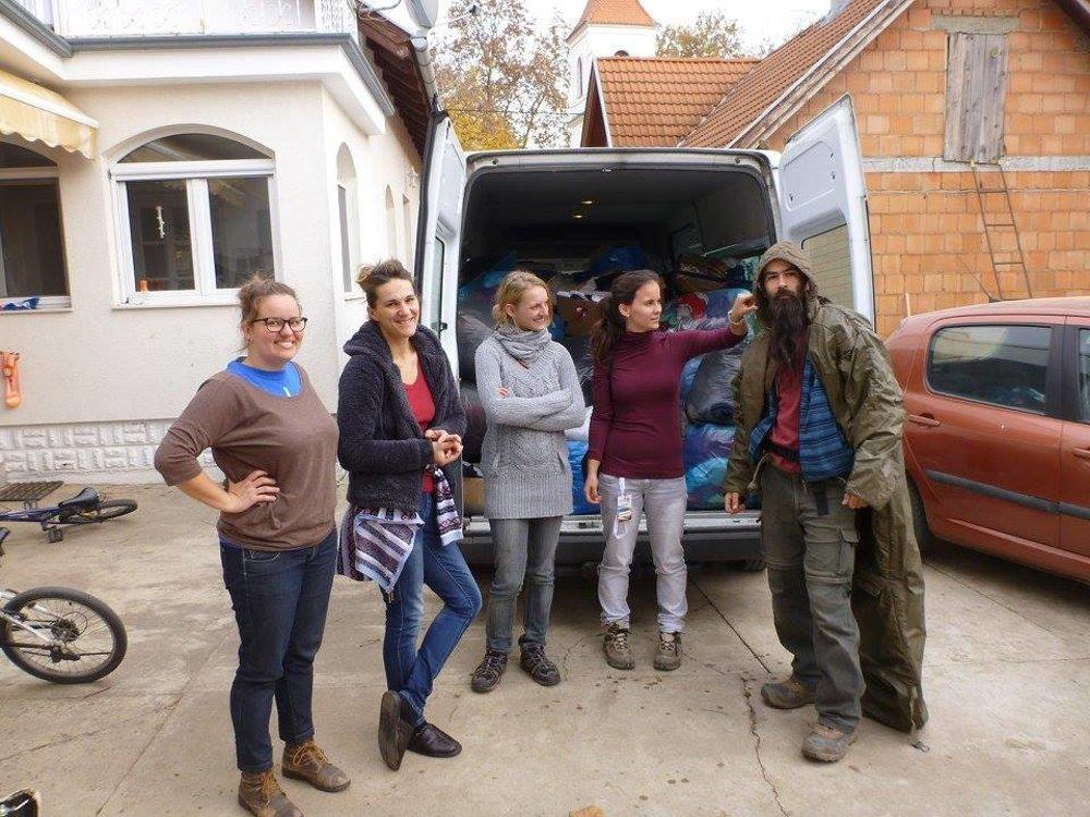 S dobrovoľníkmi v Srbsku.