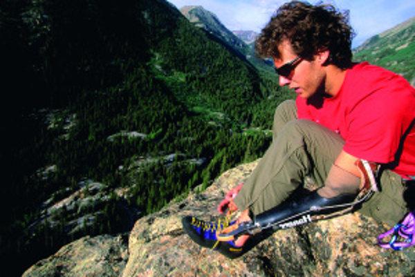 S reportérmi televíznej stanice NBC sa Ralston vrátil na miesto udalosti a bolo treba štrnásť mužov, aby zaseknutý balvan uvoľnili a vyslobodili z neho amputovanú ruku. Ralston aj naďalej pokračuje v lezení – špeciálna protéza má vymeniteľné nástavce, vďa