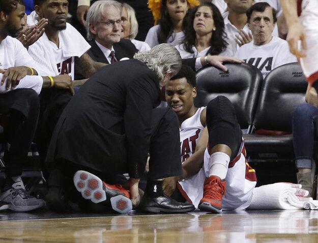 Miami sa zranil pivot Hassan Whiteside.