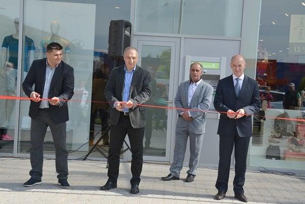Slávnostné otvorenie obchodného centra.