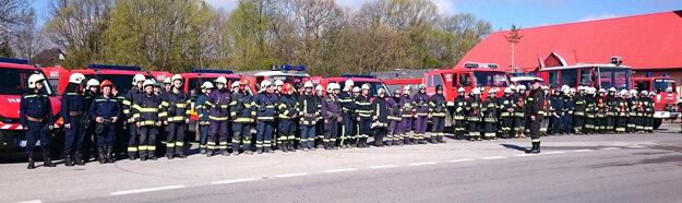 Slovenskí a poľskí dobrovoľní hasiči.