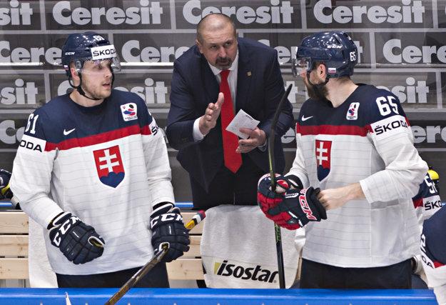Zdeno Cíger zatiaľ zažíva na majstrovstvách sveta v Rusku úspešnú trénerskú premiéru na šampionáte.